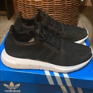 Adidas women's swift run black/black/white 7.5